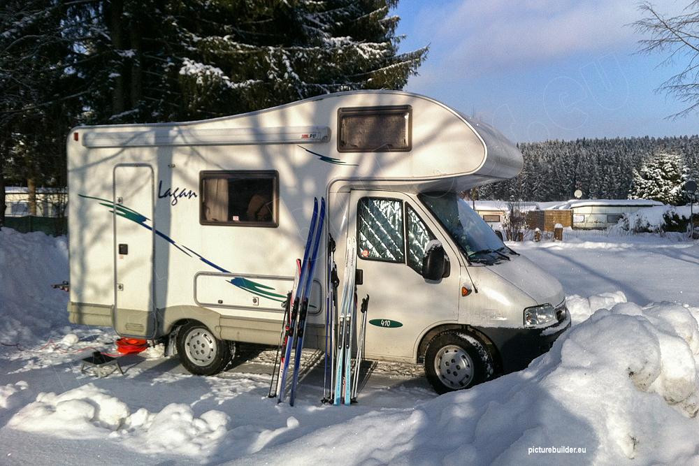 Winterurlaub mit dem Wohnmobil – Wärmedämmung für das Fahrerhaus